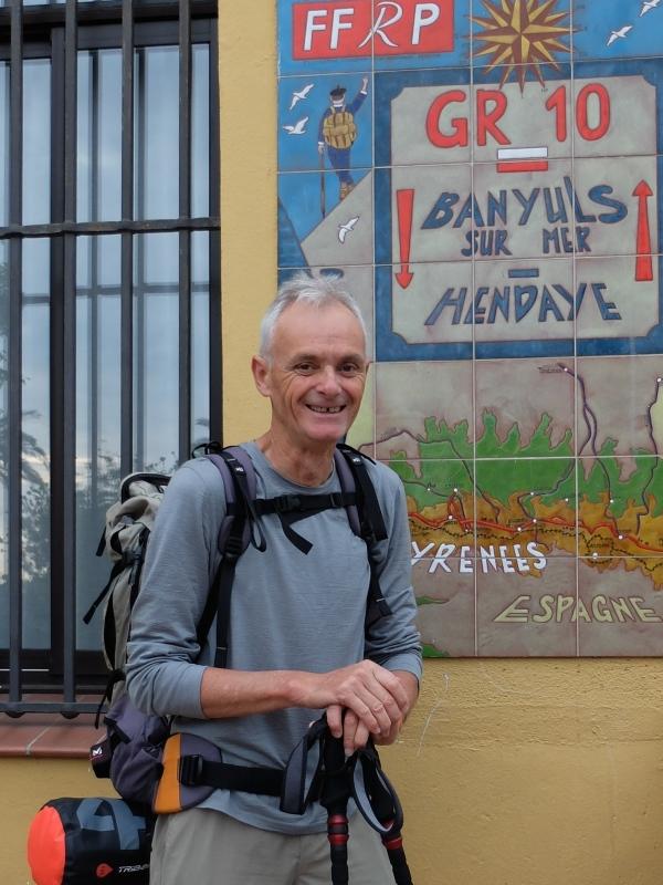 La plaque GR10 devant la mairie de Banyuls
