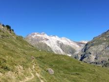 A l'horizon, le glacier d'Ossoue