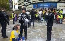 les-policiers-ont-repousse-a-trois-reprises-les-manifestants-faisant-usage-de-lacrymogenes