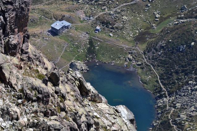 Lac et refuge vus depuis le sommet de l'Ossau, crédit Mariano