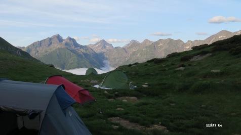 """Vue sur la mer """"de nuages"""" depuis la tente ! - Crédit : B Boutin"""