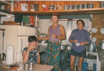La cuisine de POMBIE et son équipe