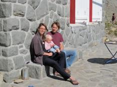 Karine, Malou et Léon : un moment de calme en famille !